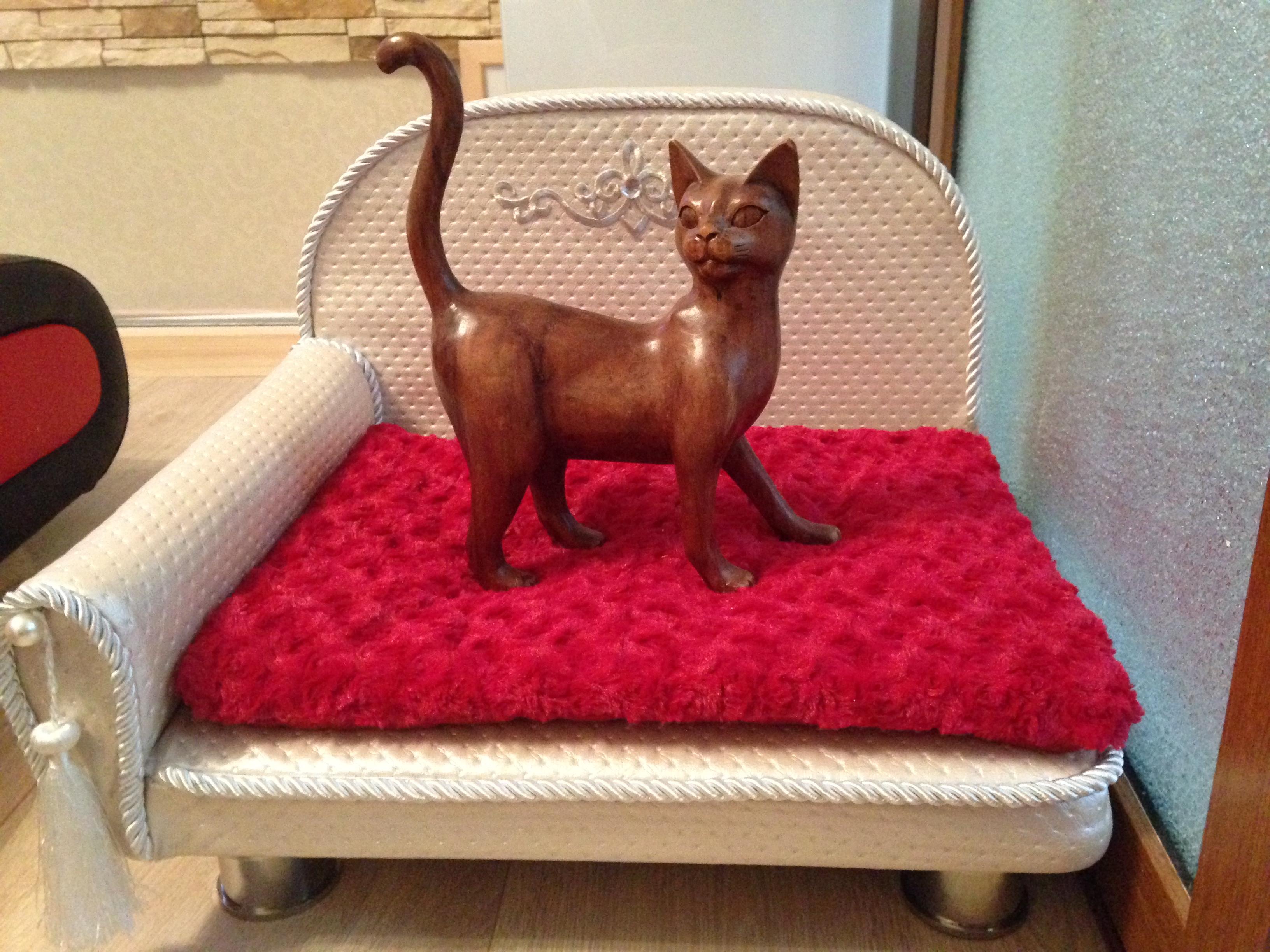 изысканый диванчик для кошек и собак